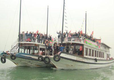 Tổng kết ở Vịnh Hạ Long - 40 du thuyền